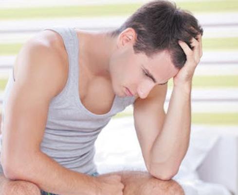 Đi cầu ra máu gây ung thư ở nam giới